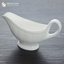 China Factory Wholesale White Pottery Sauce Jug / Sauce Bottle