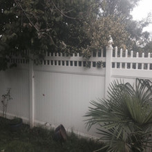 Picket top private fence with UV protection