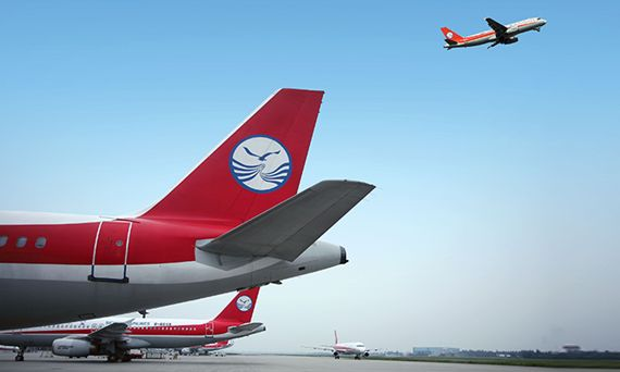 SICHUAN AIRLINES :The flight from 9800 meters to the landing was just over 20 minutes.