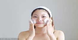 The difference between bubble cleanser and facial cleanser