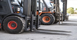 How should we choose forklift accessories?