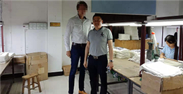 The British customer visited Huamei Jia.He is a big customer of custom made aluminum die casting parts