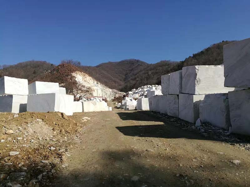 Calacata Bianco / Bianco Vena / Bianco Oro Marble Quarry 02